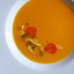 新にんじんとココナッツのスープ