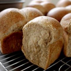 ココナッツオイルを使った全粒粉のミニ食パン