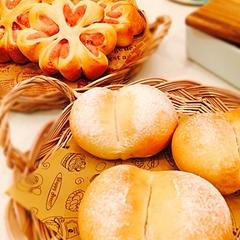 白神天然酵母の白パンと 桜あんぱん