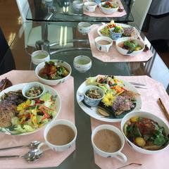 米子地区での調理実習。参鶏湯が人気です。
