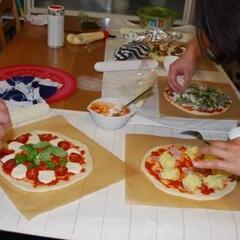ピザのトッピング。この日は4種類違うトッピングに