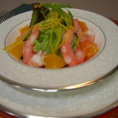 鯵のポアレカレーソースと 小エビのサラダの苺ソース