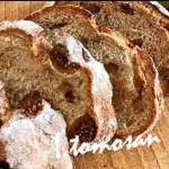 クルミとイチジクのライ麦パン