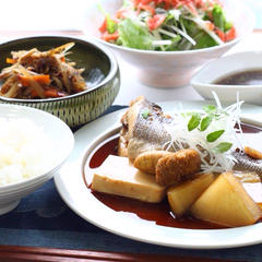 6月の料理レッスンは、魚の煮付け。和風サラダも好評でした!