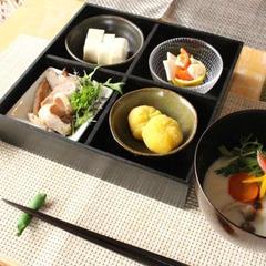 和食レッスンの際は、漆器や日本の焼き物に盛り付け