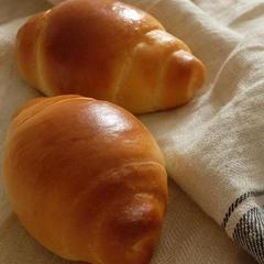 手ごねクラスでは基本のパンをマスターします。