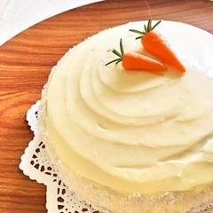 キャロットケーキ♪マジパンで作る人参がかわいいです♪
