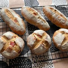 ベーコンとピーカンナッツのプチパン
