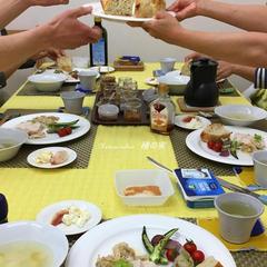 マスタード仕込教室の軽食は盛りだくさんなメニューです。