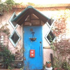青い扉を開けると・・・