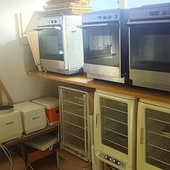 オーブン4台発酵機3台こね機4台、てごねもします