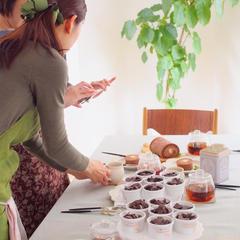 出来上がったお菓子をテーブルセッティングしたら写真撮影!