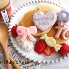 パンケーキが華やかなバースデイプレートに。女の子ver.