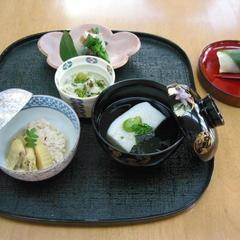 2月春先取り 白魚真丈 鯛の子含煮 あん肝平目 蕗の薹飯