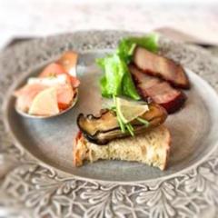 スモークレッスン。 サーモン、牡蠣、ベーコンの三種盛り