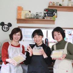 手作りしたお味噌をもってハイチーズ♪