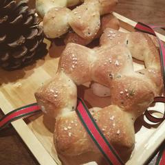 12月 ローズマリーとオリーブの星パン