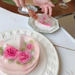フラワーゼリーケーキレッスンでは講師の作ったケーキをご試食