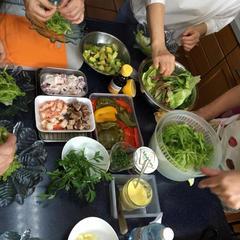 スペイン料理、魚介の刻み野菜サラダです。