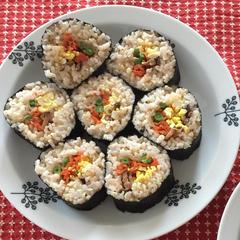 手巻き寿司。野菜の甘みとご飯の梅酢ですっきりとしたお味です。