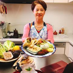 この小さなキッチンから世界の家庭料理をご紹介しております。