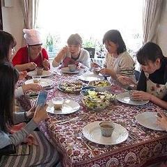 調理の後は、皆で作った食事をいただきます