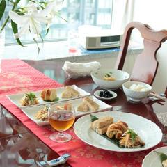 8月は季節を先取り、おセリ料理のレッスンでした