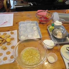 冷凍のイチゴと桃のコンポートを準備しました