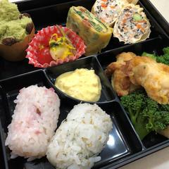 春の薬膳料理教室 お花見弁当。桜ご飯と手作りじゃこの俵寿司
