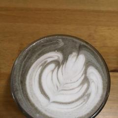 コーヒーのほか、ココアや抹茶、黒ごまでも挑戦頂けます!
