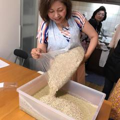 茹でた緑豆にはと麦三種麹を入れてます。