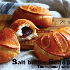 あんバターを包んだ《塩あんぱん》~夏の季節のパンより