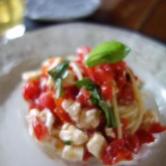 6月トマトとモッツアレラの冷静パスタ