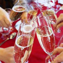 試食はスパークリングワインで始まります。