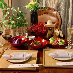 座学とお食事は定員4名の円テーブルで。