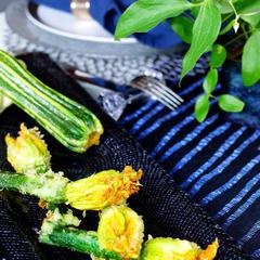 毎年6月頃の人気の恒例のズッキーニの花のフリット