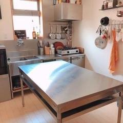 自宅キッチンとは別の専用スタジオ