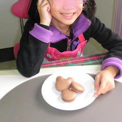 お菓子作り。ミッキーマウスのマカロンです!