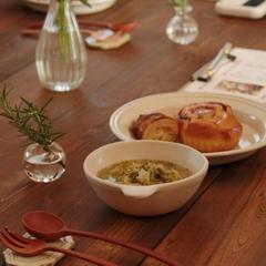 軽食はパンとスープ。身体に優しい手作りスープが好評です。