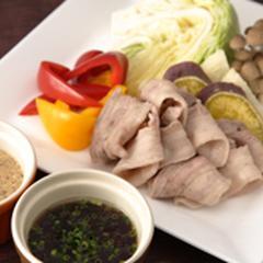 特製いりこつゆダレと温野菜と蒸し豚バラ肉