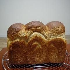 全粒粉とライ麦入り食パン