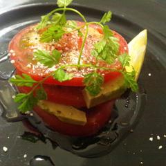 トマトとアボカドのミルフィーユ