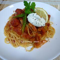 マスカルポーネとベーコン、シャキシャキアスパラのトマトパスタ