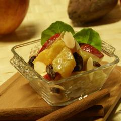 焼き芋とりんごのメープルサラダ
