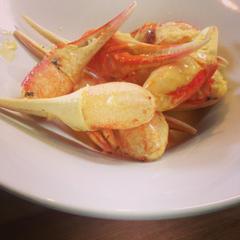 カニ爪のフリカッセ  軽いオレンジクリーム煮