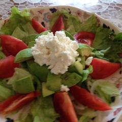 アボカドとカッテージチーズの新玉ねぎサラダ