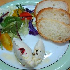 パンの付け合わせ「鶏のバタームース」