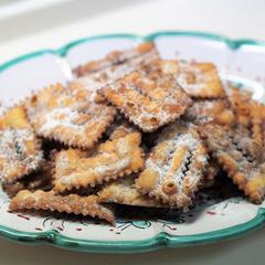 キアッケレ(イタリアの伝統菓子)