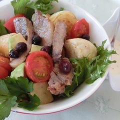 豚と野菜のブルーベリーソースでパンサラダボウル