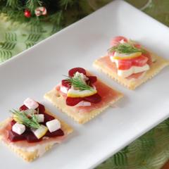 ビーツとクリームチーズのクリスマスカナッペ